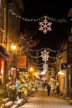 The 8 Dreamiest Christmas Destinations Around the World