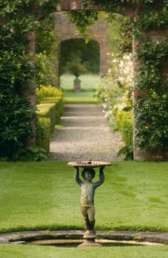 Formal Garden Designs and Ideas Have you ever really thought about how many people see the outside of your home? Garden Pool, Summer Garden, Water Garden, Shade Garden, Garden Art, Pool Water, Cottage Gardens, Garden Landscaping, Garden Ideas