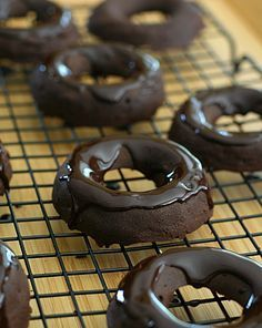 Chocolate Brownie Donuts – Low Carb and Gluten-Free via @dreamaboutfood