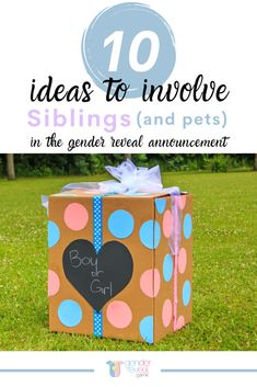 Don't leave your other kids (and fur babies) out of the big gender reveal announcement! Adding a new baby to the family can sometimes feel overwhelming for big brothers and sisters. Why not let them be the co-stars in your reveal? Sibling Gender Reveal, Gender Reveal Party Games, Gender Reveal Invitations, Reveal Parties, Gender Reveal Photography, Gender Reveal Announcement, Gender Prediction, Big Brothers, Baby Gender