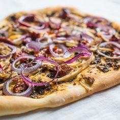 Turkey Pesto Pizza | The Hedgecombers