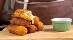Crispy Fried Sausage If you like corn dogs, you'll love this cheesy, potato-y version. Tasty Videos, Food Videos, Empanada, Diy Food, Food Hacks, Love Food, Appetizer Recipes, Food To Make, Appetizers