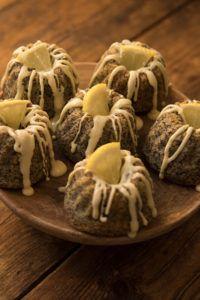 Imádunk sütni - Citromos-mákos minikuglóf Garlic, Stuffed Mushrooms, Muffin, Vegetables, Food, Poppy, Stuff Mushrooms, Essen, Muffins