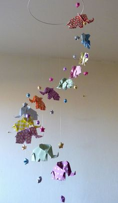 21 Best ideas for origami elephant mobile nurseries Chat Origami, Origami Cube, Origami Mobile, Origami Fish, Origami Bookmark, Origami Paper, Decoration Creche, Origami Decoration, Origami Simple