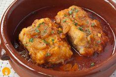 El bacalao a la llauna es una receta de pescado típica de Barcelona. Para los que aún no lo saben, el nombre de esta receta se debe a que el recipiente dón