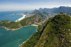 Pão de Açúcar, com Praia Vermelha e Copacabana ao fundo - RJ