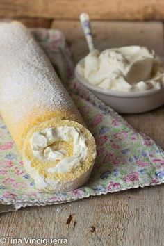 Rotolo paradiso veloce,un dolce pronto in 15 minuti!Dolce facile pieno di crema!!E la crema è anche senza uova e senza cottura!!