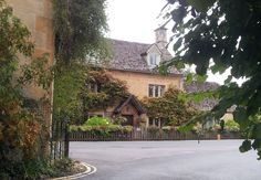 Bourton-on-the-Water is a beautiful little Cotswolds town, but when you visit, make sure you explore the back streets away from the River Windrush. There are some gorgeous little cottages to see!