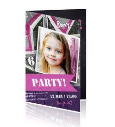 Ontwerp jouw eigen  hippe uitnodiging voor het meiden kinderfeestje en plaats je eigen foto op de voorkant. Met roze en witte graffiti. Bekijk deze en meer trendy uitnodigingen op Luckz.nl