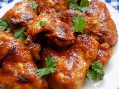 Z omytých křidélek odsekáme špičky (zbytek křidélek odložíme). Špičky dáme vařit se solí a libečkem, abychom měli cca 300- 400 ml vývaru. Vaříme… Tandoori Chicken, Chicken Wings, Barbecue, Ham, Treats, Cooking, Health, Ethnic Recipes, Canada