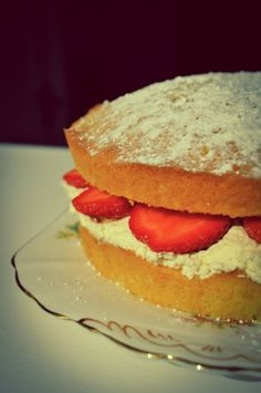 Great British Bake Off - Victoria Sponge by ahumblehousewife.com