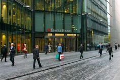 """""""Ukończone studia nas nie obchodzą"""" stwierdzili szefowie Ernst & Young (EY), globalnej firmy consultingowej z siedzibą w Londynie. Powód? Zdaniem przedstawicieli EY studia mają się nijak do tego, czy kandydat poradzi sobie w pracy."""