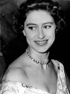 Royal news: A woman once broke into Princess Margaret's hotel room to find out this one thing about her George Vi, Roi George, Princess Margaret Young, Young Queen Elizabeth, Vanessa Kirby, William Wallace, Prince Charles, London Fotografie, Royals