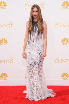 Taissa Farmiga de Honor.