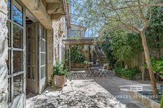 Pas besoin d'un grand jardin pour avoir une piscine! - Esprit Laïta Aix En Provence, Wall Decor Design, Surface Habitable, Patio, Outdoor Decor, Home Decor, En Suite Bedroom, Parking Spots, New Homes