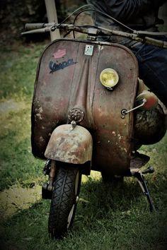 SCOOTERS & STYLE is a quarterly independant bi-lingual (French / English) magazine. Vespa Motor Scooters, Vespa Bike, Piaggio Vespa, Lambretta Scooter, Scooter Motorcycle, Vespa Vintage, Vintage Bikes, Vintage Cars, Triumph Motorcycles