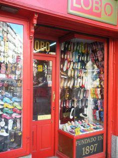 Calle Toledo 30, Madrid.  Shoe shop.