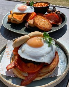 Breakfast Toast, Breakfast In Bed, Breakfast Bowls, Black Pudding, Bap, Stables, Food Photo, Food Pictures, Kitchenware