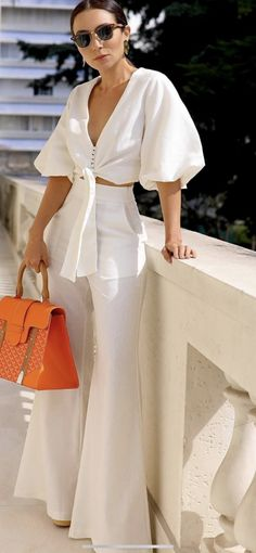 Elegant Outfit, Classy Dress, Classy Outfits, Cool Outfits, Fashion Outfits, Womens Fashion, White Pants Outfit, Miami Outfits, Merian