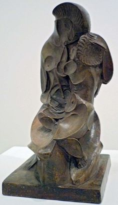 Luz y artes: Maternidad escavada, del escultor Pablo Gargallo