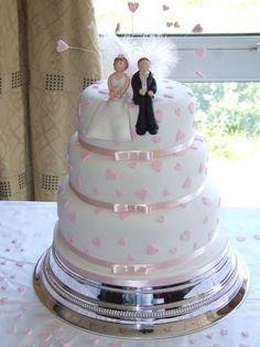 This is the first wedding cake I have set up... Talk about pressure. But luckily everything went well. Hope you like it. x