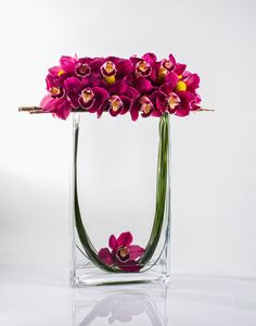 Beautiful Thanksgiving Flower Arrangements Garden Ideas - Creative Maxx Ideas : It is possible to purchase pre-made floral arrangements without vases, and everything you ought to do is pop them in. If you by chance find a gorgeous. Orchid Flower Arrangements, Creative Flower Arrangements, Ikebana Flower Arrangement, Beautiful Flower Arrangements, Unique Flowers, Flower Vases, Fresh Flowers, Flowers Pics, Exotic Flowers
