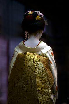 Japanese Kimono by Onihide Japanese Outfits, Japanese Fashion, Asian Fashion, Ethnic Fashion, Kyoto, Yukata, Japanese Beauty, Japanese Girl, Kimono Japan