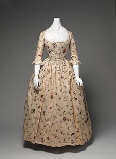 Robe à l'Anglaise Date: 1785–95 Culture: American Medium: cotton, baleen Dimensions: Length at CB: 54 in. (137.2 cm) Credit Line: Brooklyn Museum Costume Collection at The Metropolitan Museum of Art, Gift of the Brooklyn Museum, 2009; A. Augustus Healy Fund, 1934 Accession Number: 2009.300.647