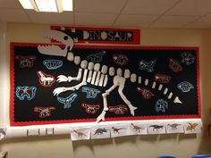 Dinosaur display - next year maybe. Dinosaur Projects, Dinosaur Crafts, Dinosaur Party, School Displays, Library Displays, Classroom Displays, Dinosaurs Preschool, Dinosaur Activities, Activities For Kids
