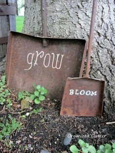 More Than 71 Old Shovels With Painted Sayings Funny Diy Garden Sign Ideas * Old Shovels with Painted Sayings Garden Junk, Diy Garden, Garden Crafts, Garden Projects, Garden Tools, Garden Ideas, Upcycled Garden, Garden Whimsy, Garden Club