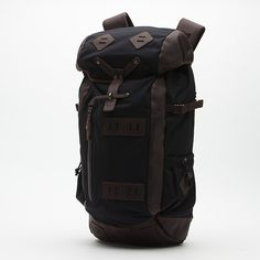 Washburn Backpack. What a sexy closure it has. I'm in search of the perfect backpack/rucksack for India!