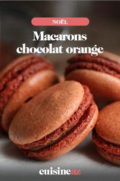 Vous aimez l'association du chocolat et de l'orange ? Alors vous serez satisfaits de cette recette de macarons chocolat orange. Ils sont parfaits comme friandise lors des fêtes de fin d'année.   #recette#cuisine#chocolat#orange #macaron#gourmandise #patisserie #noel#fete#findannee #fetesdefindannee Orange Confit, Macarons, Jus D'orange, Dessert, Hamburger, Bread, Comme, Food, Funny