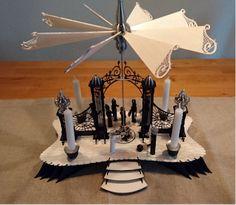 DAMASU-Info-Blog: Ein feines Hochzeitsgeschenk ... Place Cards, Blog, Place Card Holders, Wooden Figurines, Wood Art, Craft Tutorials, Holidays, Gifts, Wedding