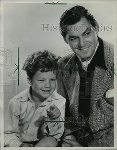 1984 Press Photo Tarzan In Exile Actors Johnny Sheffield and Johnny Weismuller