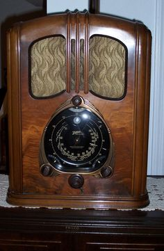(1) From: Rick's Antique Radios, please visit