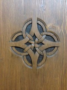 3 Fun And Easy DIY Woodworking Projects That You Can Complete This Weekend Diy Wood Projects, Wood Crafts, Woodworking Projects, Diy And Crafts, Wood Carving Designs, Wood Carving Patterns, Celtic Patterns, Celtic Designs, Chip Carving