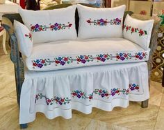 1612 likes 44 kommentare Sofa Furniture, Kitchen Furniture, White Kitchen Curtains, Designer Bed Sheets, Crochet Bedspread Pattern, Embroidery Designs, Quilt Bedding, Chair Covers, Fabric Sofa