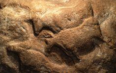 Fourneu du Diable (kuźnia diabelska) okres solutrejski, pewne datowanie ok.17 tys lat pne. blok skalny z paronastoma przedstawieniami. 2 tury. zwierze na 1. planie zasłania to na 2.