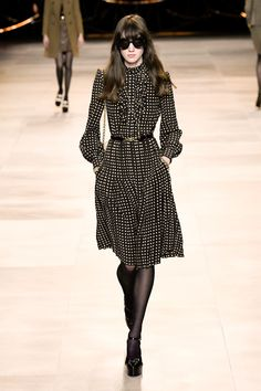 Celine Fall/Winter 2020 RTW collection fashion show photos from Paris Fashion Week (Feb, Ready-to Wear runway photos, models, womenswear collection Chanel Fashion Show, Paris Fashion, Runway Fashion, 2020 Fashion Trends, Fashion 2020, Look Fashion, Latest Fashion Clothes, Fashion Dresses, Winter Mode