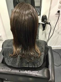 Wet Hair, Capes, Haircuts, Long Hair Styles, Beauty, Haircut Designs, Beleza, Mantles, Hair Cuts