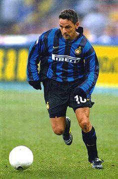 Roberto BAGGIO; Vicenza ITA 1982-85, Fiorentina ITA 1985-90, Juventus ITA 1990-95, AC Milan ITA 1995-97, Bologna ITA 1997-98, INTER 1998-2000, Brescia ITA 2000-2004