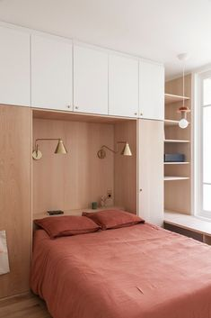 Bedroom Built Ins, Small Master Bedroom, Home Bedroom, Modern Bedroom, Bedroom Decor, Small Apartments, Small Spaces, Paris Apartments, Cupboard Design