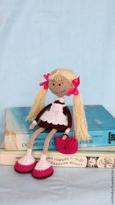 crocheted  Schoolgirl.  ༺✿Teresa Restegui http://www.pinterest.com/teretegui/✿༻