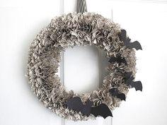Easy DIY #Halloween wreath! http://www.people.com/people/package/gallery/0,,20058392_20634461,00.html#21220496