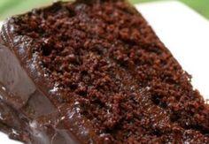 Bolo gelado de chocolate  massa fica molhadinha. (Foto: Divulgação)
