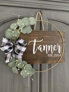 Wreaths For Sale, How To Make Wreaths, Holiday Wreaths, Wreath Ideas, Diy Wreath, Deco Mesh Wreaths, Door Wreaths, Diy Signs, Wood Signs