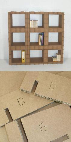 Estanterías con piezas de cartón