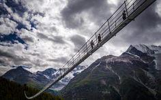 Project: Swissrope/Lauber AG Location: Zermatt, Switzerland Year: 2017 Images: Valentin Flauraud Length 494 m Highest point 85 m Width 65 cm Rope diametre 53 mm Weight of the ropes 8 t Zermatt, 2017 Images, Suspension Bridge, Swiss Alps, Civil Engineering, Pedestrian, What Is Like, Switzerland, Places To Visit
