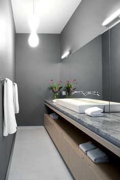 master ensuite of the hannon richards 31st avenue duplex located in south calgary / like all hannon richards products the home has a strong modernist aeshetic that is in no way stark / residential / davignon martin architecture + interior design