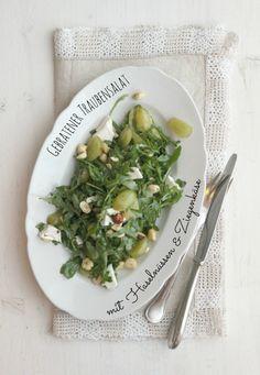 bee´s gebratener traubensalat mit haselnüssen und ziegenkäse